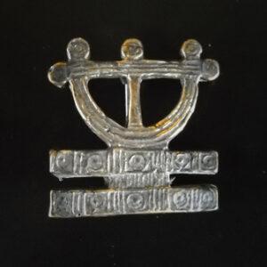 Baltiški papuošalai. Žalvarinė segė viduramžių
