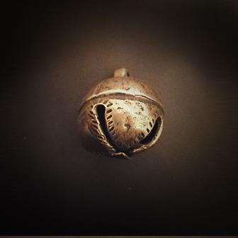 Papuošalai. Žalvarinis kabutis / žvangutis III