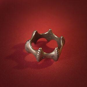 Baltiški papuošalai. Žalvarinis žiedas dantytas.
