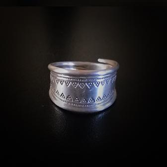 Baltiški papuošalai. Sidabrinis žiedas - iš Latvijos.