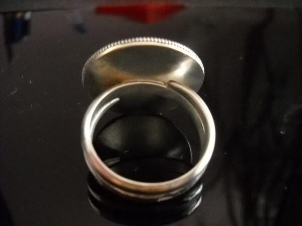 Baltiški papuošalai. Sidabrinis žiedas su akmeniu.-1680