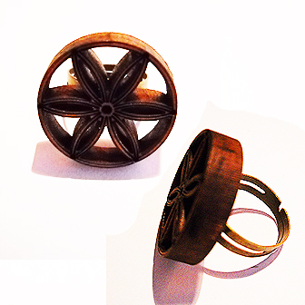 Papuošalai. Baltiškas medinis žalvarinis žiedas.
