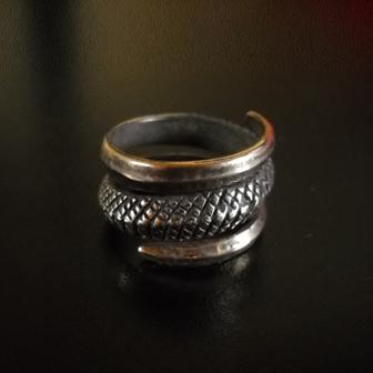 Baltiški papuošalai. Žalvarinis įvijinis žiedas - Žaltys.