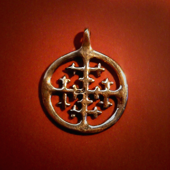 Baltiški papuošalai. Žalvarinis kabutis - Saulės kryžius