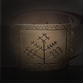 Baltiški papuošalai. Odinis diržas su žalvarine sagtimi - Gyvybės medis