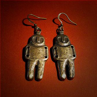 Baltiški papuošalai. Žalvariniai auskarai - Neolito amuletai (didesni).