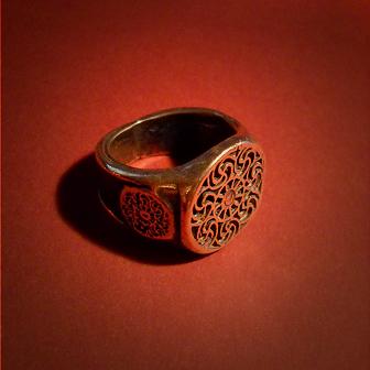 Baltiški papuošalai. Žalvarinis žiedas - Prūsų saulės.