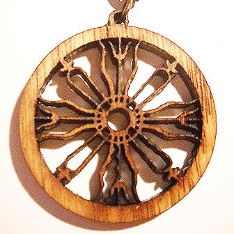 Papuošalai. Lietuviškas medinis kabutis - Svėdasų Saulės kryžius