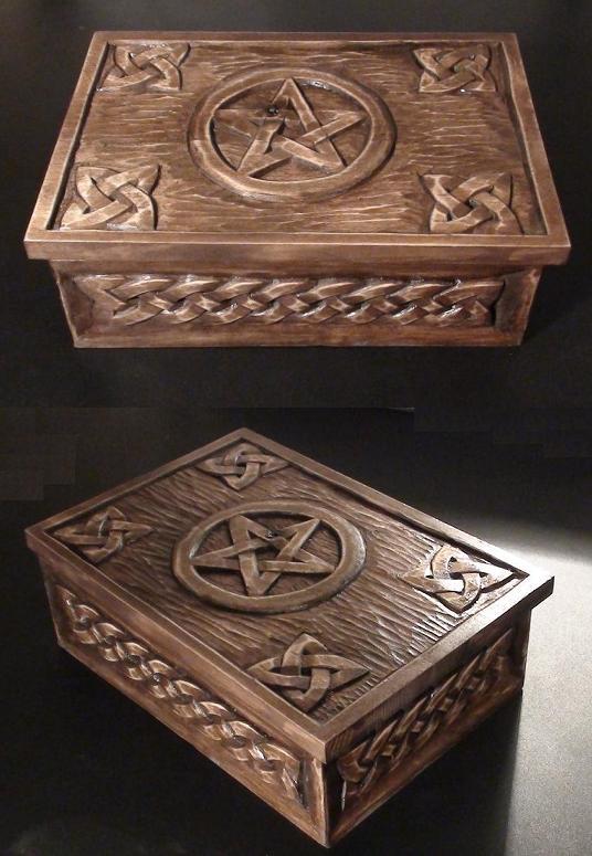 Medinė rankų darbo drožinėta dėžutė su keltiškais ornamentais XXIII, 13x19cm