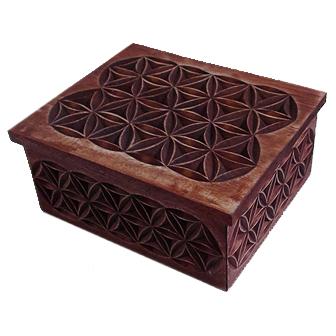 Medinė rankų darbo drožinėta dėžutė XIV, 10x12cm