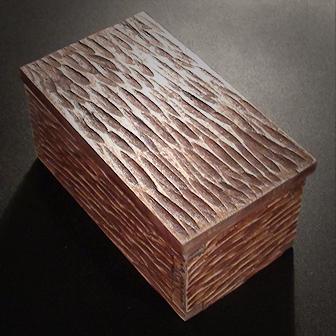 Medinė rankų darbo drožinėta dėžutė XVI, 11x6cm