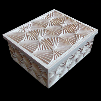 Medinė rankų darbo drožinėta dėžutė XVIII, 12x10cm
