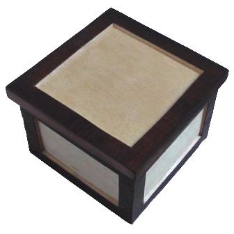 Medinė rankų darbo dėžutė, 8,5x8,5cm