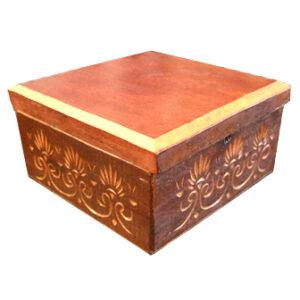 Medinė rankų darbo drožinėta dėžutė XXVI, 9x9cm