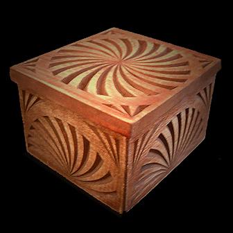 Medinė rankų darbo drožinėta dėžutė XXV, 8,7x9,2cm