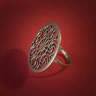 Baltiški papuošalai. Žalvarinis žiedas - Prūsų saulė.