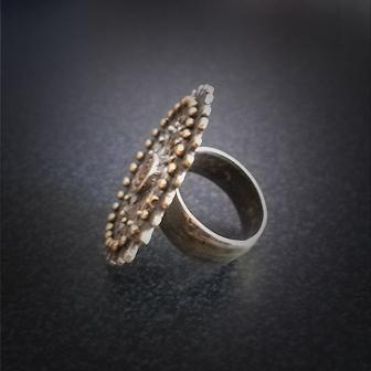 Baltiški papuošalai. Žalvarinis žiedas - su Žvaigdžių simbolika.