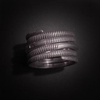 Baltiški papuošalai. Sidabrinis žiedas XX.