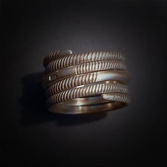 Baltiški papuošalai. Žalvarinis žiedas XX.