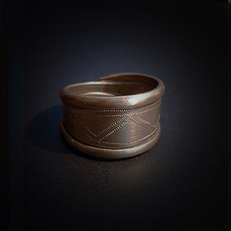 Baltiški papuošalai. Žalvarinis žiedas X.