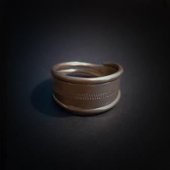 Baltiški papuošalai. Žalvarinis žiedas IX.