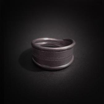 Baltiški papuošalai. Sidabrinis žiedas IX.