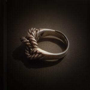 Baltiški papuošalai. Žalvarinis žiedas V.
