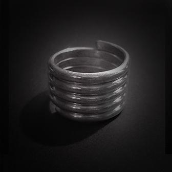 Baltiški papuošalai. Sidabrinis įvijinis žiedas III.