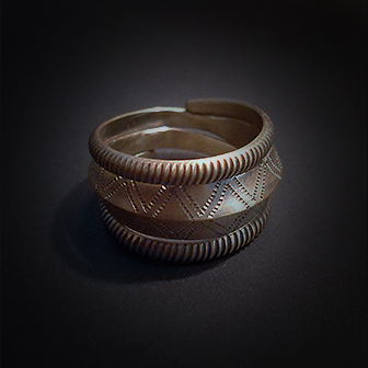 Baltiški papuošalai. Žalvarinis žiedas XIX.