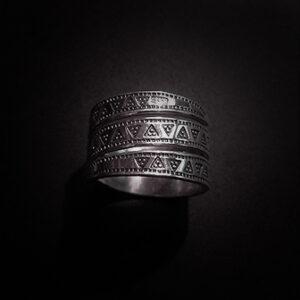 Baltiški papuošalai. Sidabrinis įvijinis žiedas is Švėkšnos IX-XIa