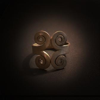 Baltiški papuošalai. Žalvarinis įvijinis žiedas - su laiko simbolika.