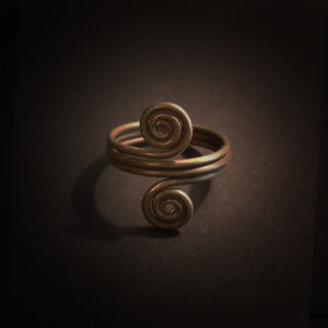 Baltiški papuošalai. Žalvarinis įvijinis žiedas - Žalčiai su laiko simbolika II.
