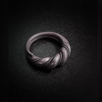 Baltiški papuošalai. Sidabrinis įvijinis žiedas.