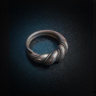 Baltiški papuošalai. Žalvarinis įvijinis žiedas.