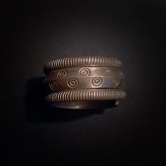 Baltiški papuošalai. Žalvarinis žiedas XVII.