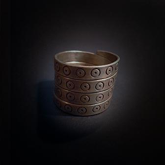 Baltiški papuošalai. Žalvarinis žiedas XIV.