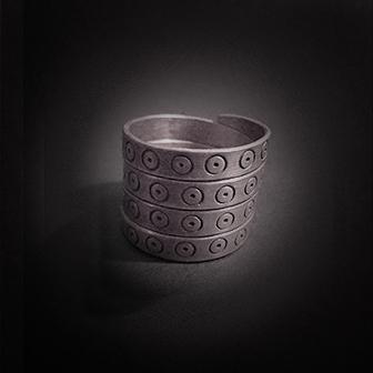 Baltiški papuošalai. Sidabrinis žiedas XIV.