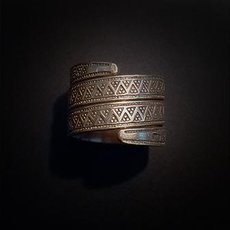Baltiški papuošalai. Žalvarinis žiedas XIII.