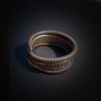 Baltiški papuošalai. Žalvarinis žiedas XI.