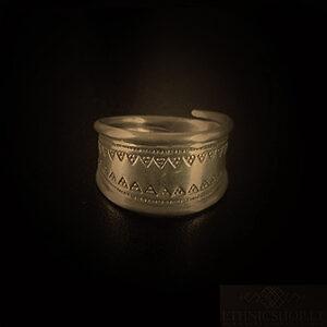 Baltiški papuošalai. Žalvarinis žiedas - iš Latvijos.