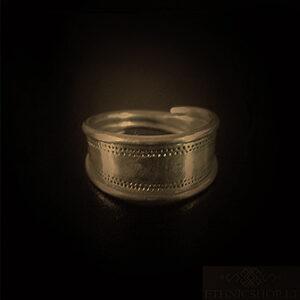 Baltiški papuošalai. Žavarinis žiedas - Jauneikių.