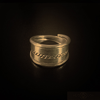 Baltiški papuošalai. Žalvarinis žiedas - iš Pasusvio.