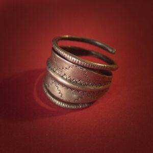 Baltiški papuošalai. Žalvarinis įvijinis žiedas IV.