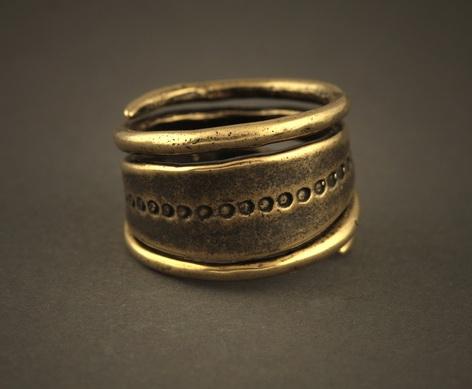 Baltiški papuošalai. Žalvarinis įvijinis žiedas V.