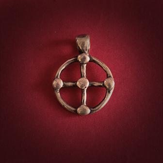 Baltiški papuošalai. Žalvarinis kabutis mažas - Saulės kryžius I.