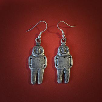 Baltiški papuošalai. Žalvariniai pasidabruoti auskarai - Neolito amuletai (didesni).