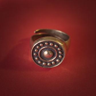 Baltiški papuošalai. Žalvarinis įvijinis žiedas - Saulė