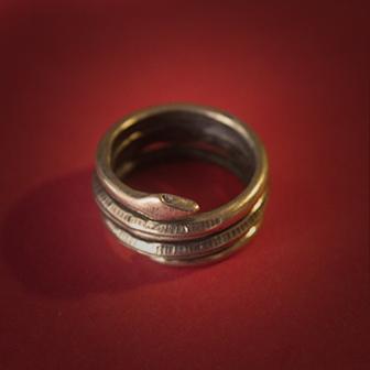 Baltiški papuošalai. Žalvarinis įvijinis žiedas - Žaltys (gyvatė).