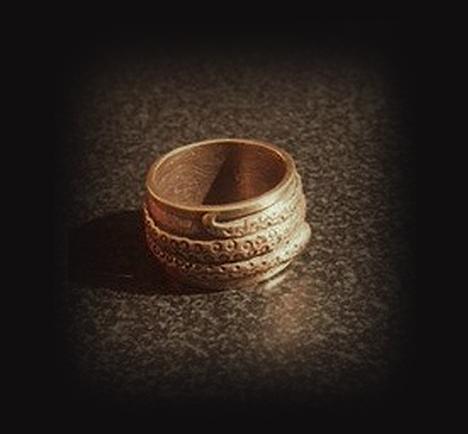 Papuošalai. Baltiškas žalvarinis žiedas su Žalčiuku